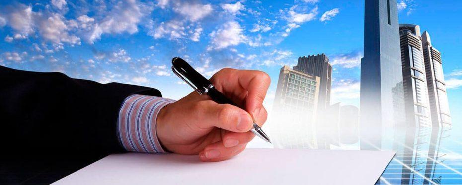 contrato de imóvel sendo assinado